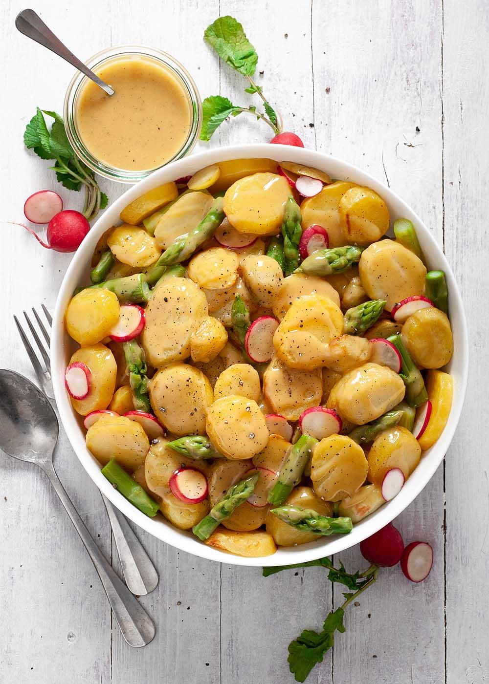 Kartoffelsalat mit grünem Spargel