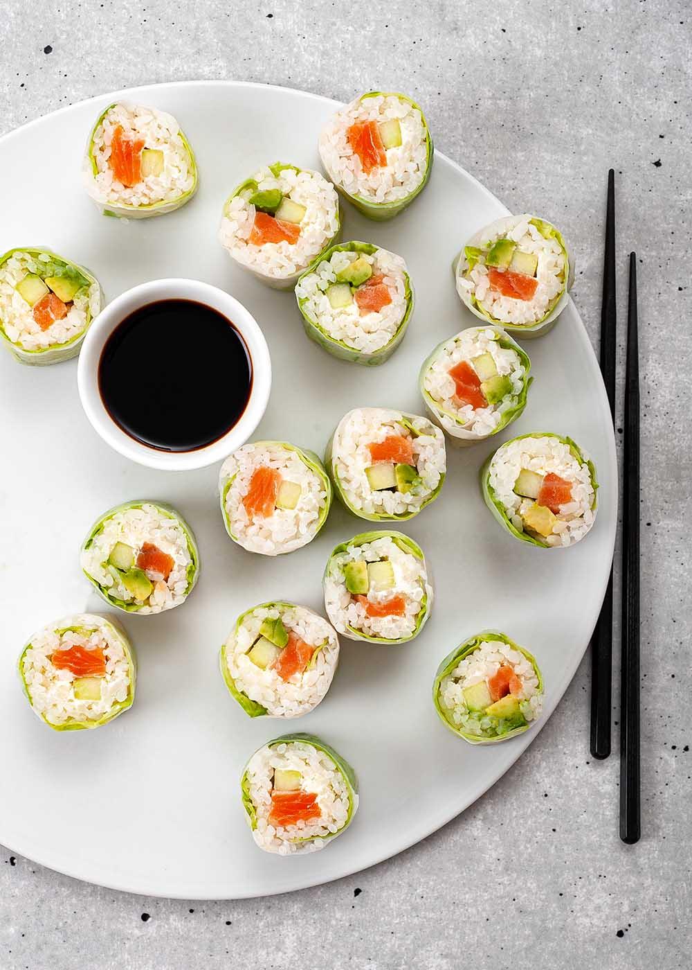 Sushi Spring Roll mit Lachs, Avocado und Gurke 1