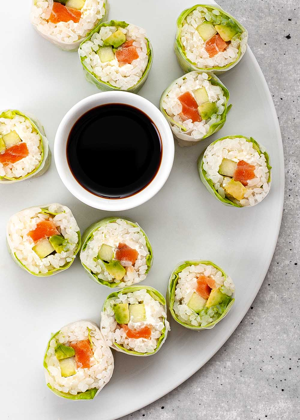 Sushi Spring Roll mit Lachs, Avocado und Gurke 2