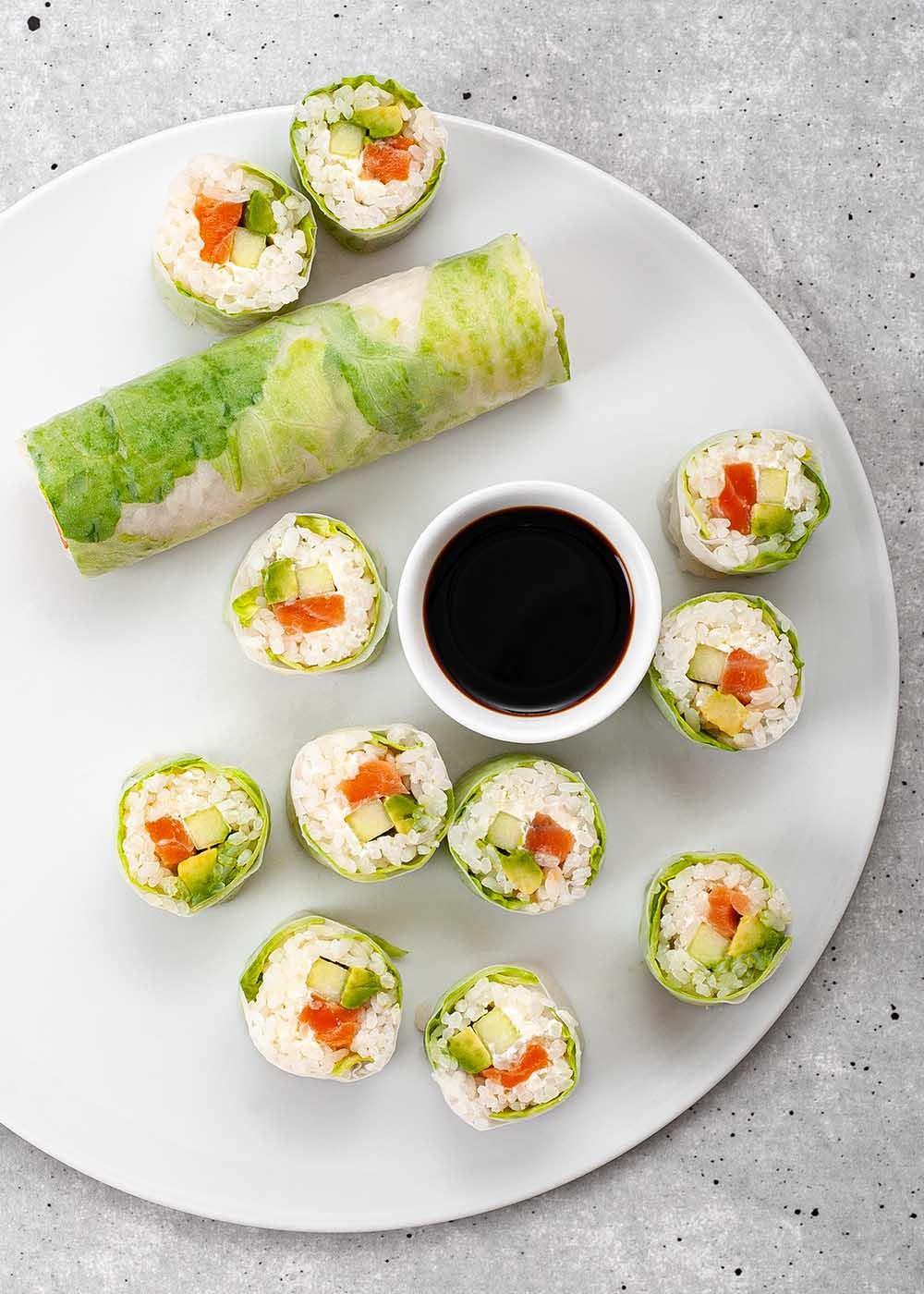 Sushi Spring Roll mit Lachs, Avocado und Gurke 4