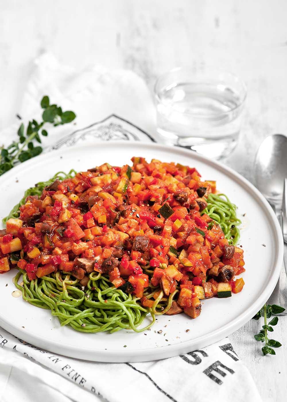 Grüne Spinat-Spaghetti mit Gemüse-Bolognese 2