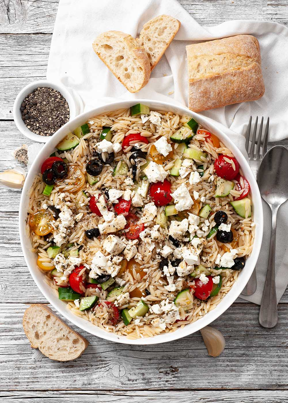 Orzo-Nudelsalat mit Oliven und Feta 1