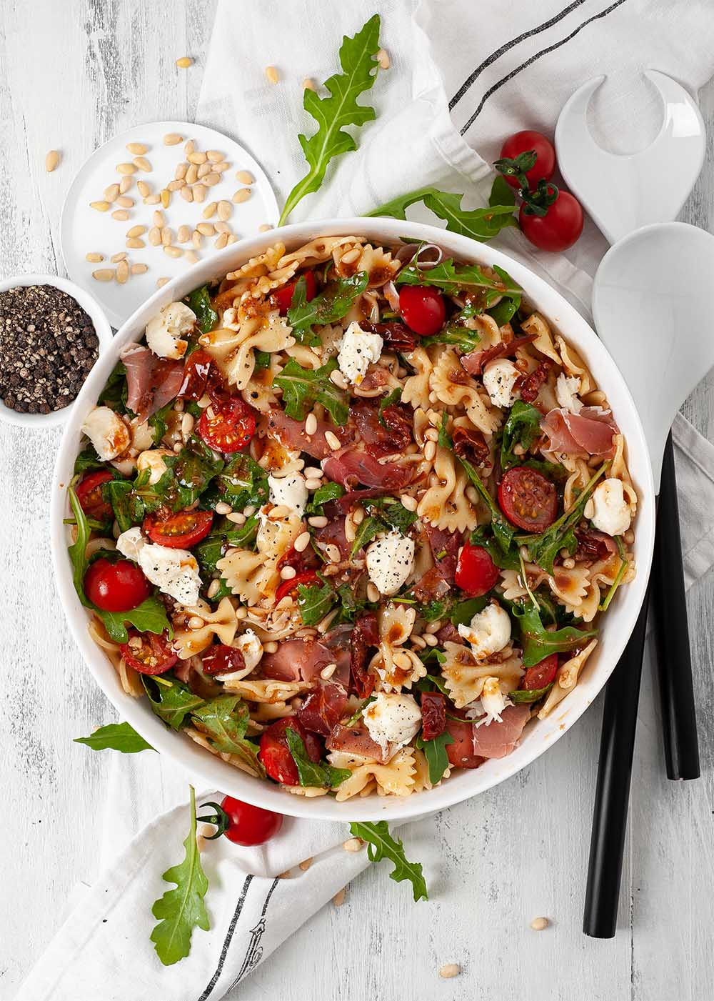 Nudelsalat mit Tomaten, Rucola und Parmaschinken 1