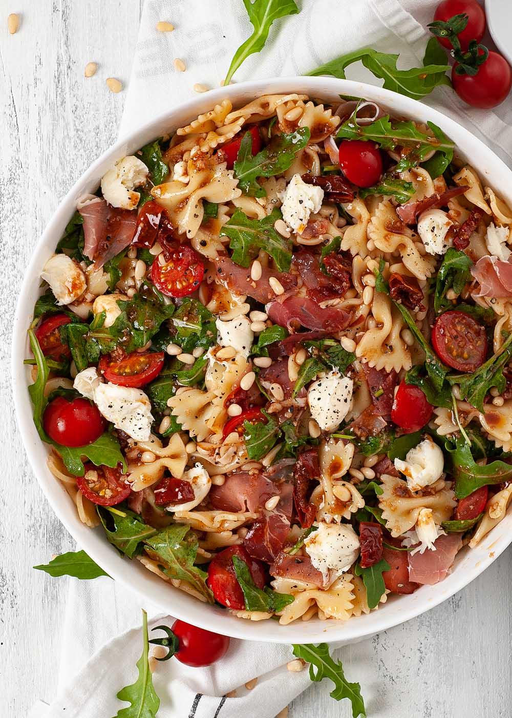 Nudelsalat mit Tomaten, Rucola und Parmaschinken 2